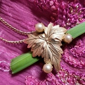 Vintage 12k gold filled leaf necklace faux pearls